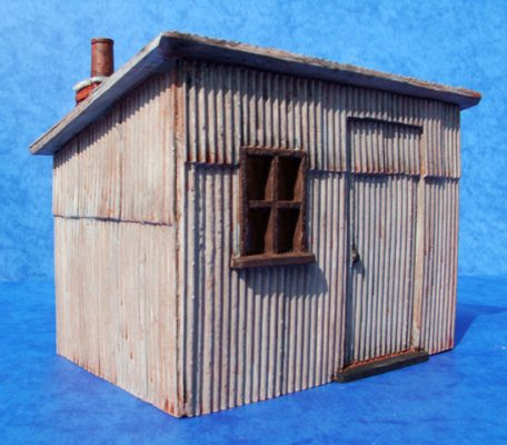 pvwo32-corrugated-iron-hut